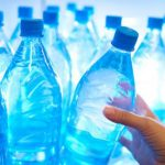Pericolul ascuns în sticlele cu apă. Greșeala pe care o fac cei din depozite afectează toți românii