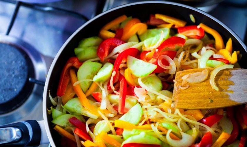Cum se gătesc legumele corect, de fapt. Greșeala pe care o fac toți românii în bucătărie