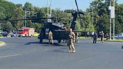 Ultima oră! Un elicopter militar american a aterizat de urgență în Piața Charles de Gaulle din București. Video