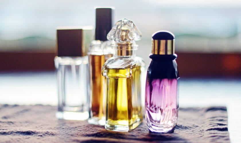 Pericolul descoperit în sticlele de parfum. Specialiștii trag un semnal de alarmă