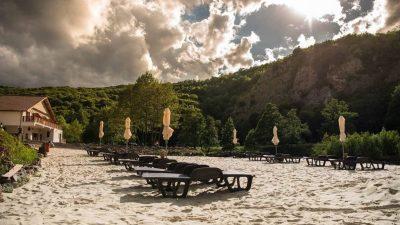Plaja secretă din munții Apuseni de care puțini români știu. Seamănă ireal de mult cu Thailanda
