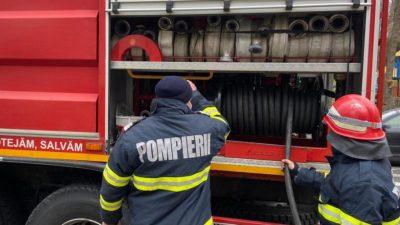 Incendiu puternic în Popeşti Leordeni. O hală a luat foc, iar 10 persoane sunt rănite, 5 intubate