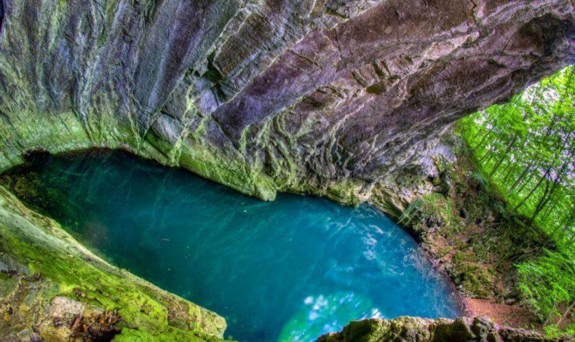 14 peșteri superbe din România. Unde sunt aceste locuri fascinante, ascunse sub pământ