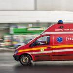 Două fetiţe din Baia Mare, rănite după ce un tânăr a intrat cu maşina pe care o conducea în casa unde acestea locuiau