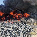 Incendiu major în cimitirul anvelopelor din Kuwait. Fumul negru va contribui la poluarea masivă a aerului VIDEO