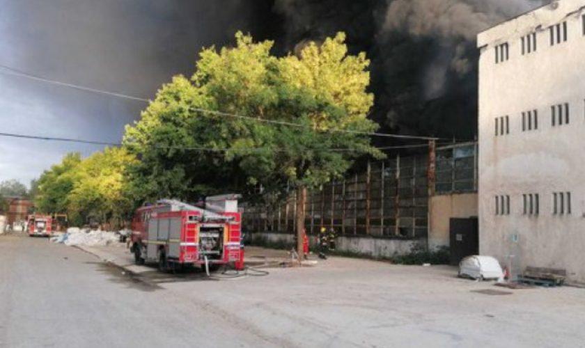 Incendiu puternic la o hală de producţie de polistiren din Mija. S-a emis un mesaj RO-ALERT