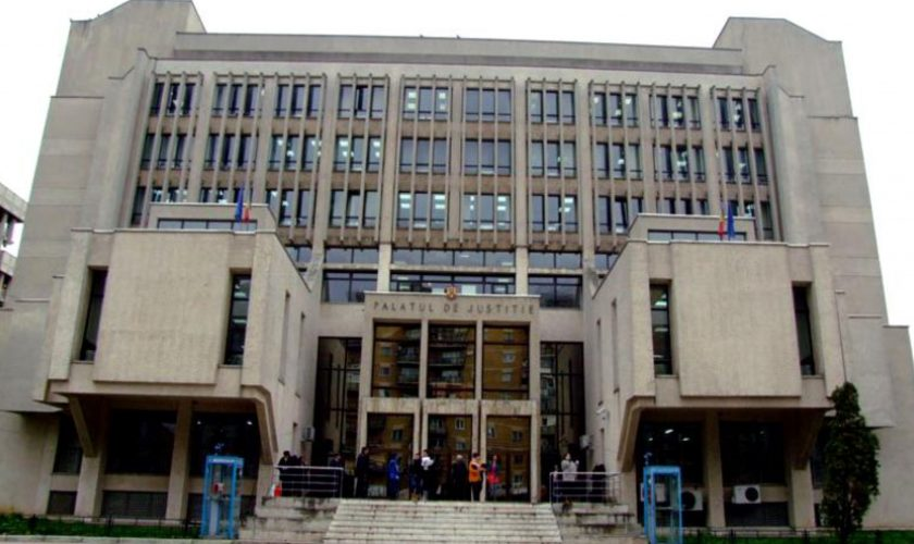 O angajată a Serviciului Județean de Metrologie Legală din Iași a furat banii instituției și a crezut că poate să scape. Ce se întâmplă cu femeia acum