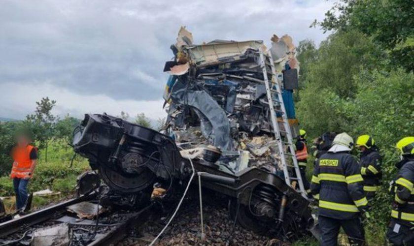 Ultima oră! Două trenuri pline cu pasageri s-au ciocnit frontal în Cehia. Autoritățile au anunțat cel puțin doi morți și zeci de victime