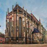 Apariție bizară în curtea Bisericii Negre din Braşov. Oamenii au rămas muți de uimire când le-au văzut acolo