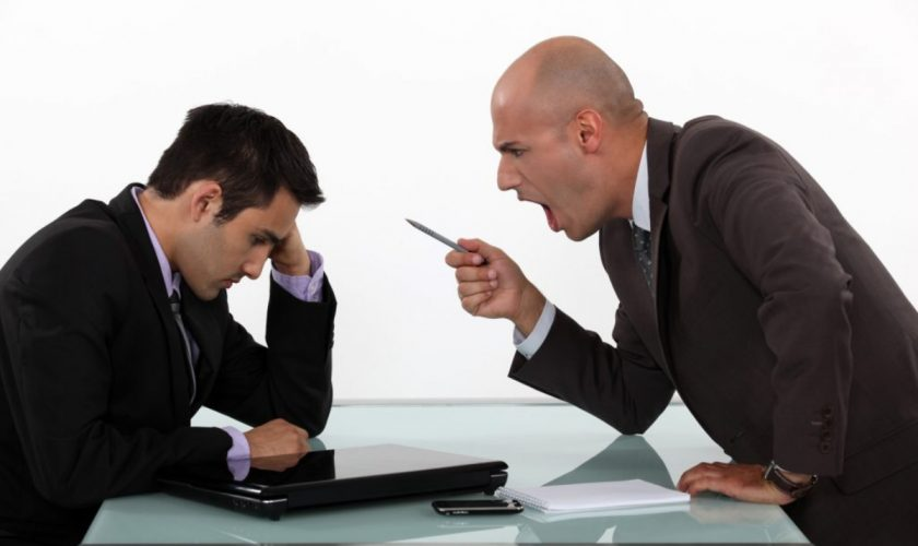 Top 5 defecte pe care le urăsc angajații la șefii lor. Motivele pentru care își dau demisia frecvent