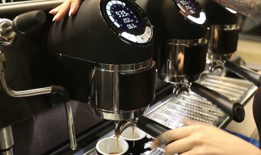 Trai de lux pentru consilierii din Bârlad. Și-au cumpărat aparat de cafea cu comandă vocală, la prețul de de 8.000 de lei