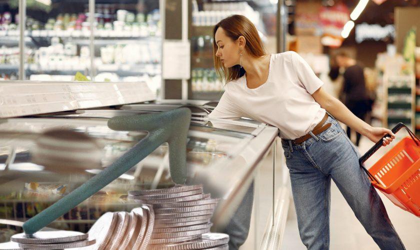 Alimentul care s-a scumpit cu 10% în doar 1 an. Lovitură dură pentru românii cu salarii mici
