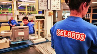Câți bani câștigă lunar din salariu casierele de la Selgros