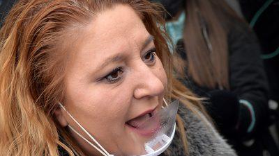 """Diana Șoșoacă, în doliu. A fost găsit mort în casă: """"Avea 40 de ani, sănătos tun"""". Pe cine aruncă vina senatoarea"""
