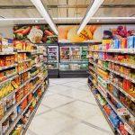 Metoda banală care te ajută să economiseşti bani la cumpărături. De ce trebuie să fii atent la rafturile de jos din supermaketuri