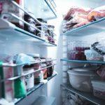 De ce nu trebuie să pui niciodată mâncarea caldă în frigider. Ce se întâmplă, de fapt