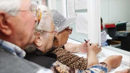 Anunț major despre pensii. Acum este oficial. Îți blochează contul