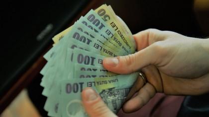 Se dau 800 de lei de la stat. Cine va primi banii iarna asta? Guvernul va decide
