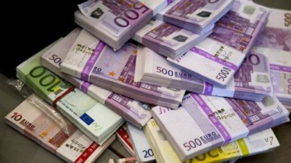 Se dau 500 de euro pe lună?! Cine va primi banii de la Guvern