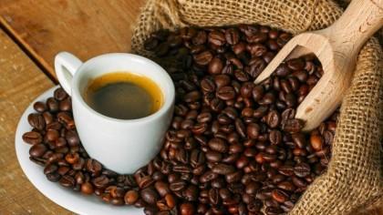 Cum prepari cea mai sănătoasă cafea: Un studiu întins pe 20 de ani schimbă tot ce credeai