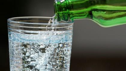 E total greșit! Când trebuie să bei apă în timpul zilei? Medicii demontează un mit