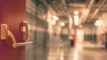 Imagini șocante la un Spital de Psihiatrie din România. O asistentă a fost înjunghită