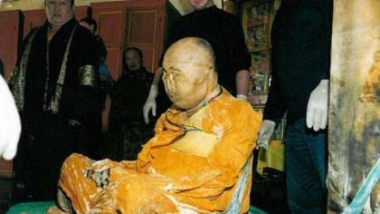 Miracolul care înspăimântă Rusia. Călugărul mort cu 90 de ani în urmă a luat 10 kg în greutate și pare să transpire