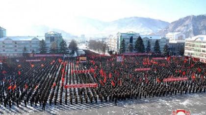 Nord-coreenii, obligați să-și dea hainele de iarnă armatei lui Kim