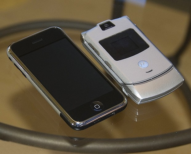 razr-iphone