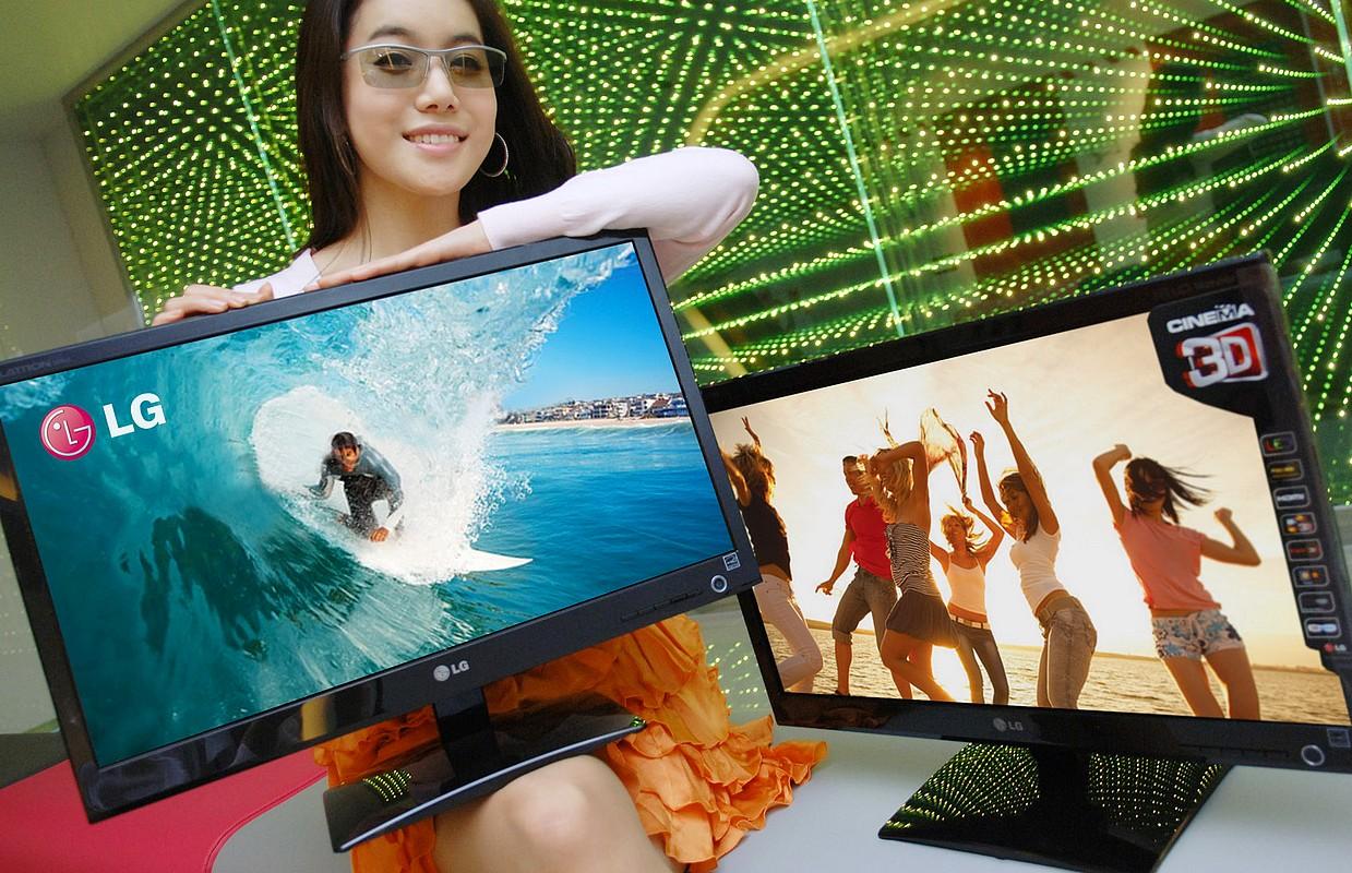 Monitoare LG Cinema 3D, cu ochelari speciali, la aproximativ 1.300 lei