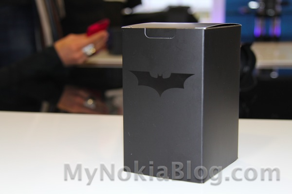 Editie (Extrem) de limitata Nokia Lumia 800 – The Dark Knight Rises