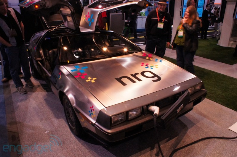 "DeLorean DMC-12 este adus din ""Back To The Future""… acum!"
