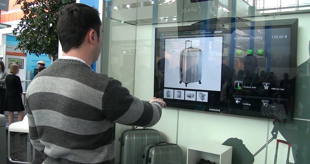 Cumparaturi din vitrina, la CeBIT: Interactive Shop Window