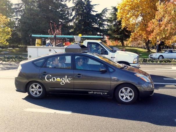 """Un nevazator """"a condus"""" masina Google"""