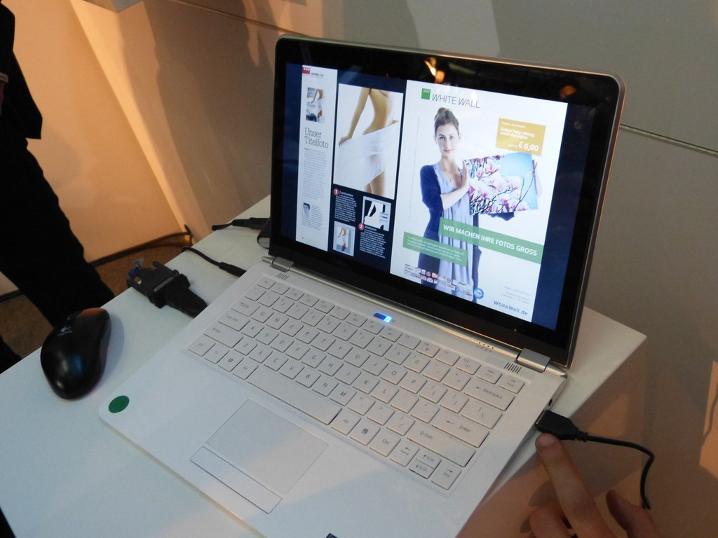 Demonstratie Intel la CeBIT: ultrabook cu touchscreen capacitiv