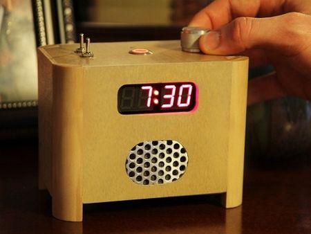 Un ceas cu alarma cu dezactivare de la distanta