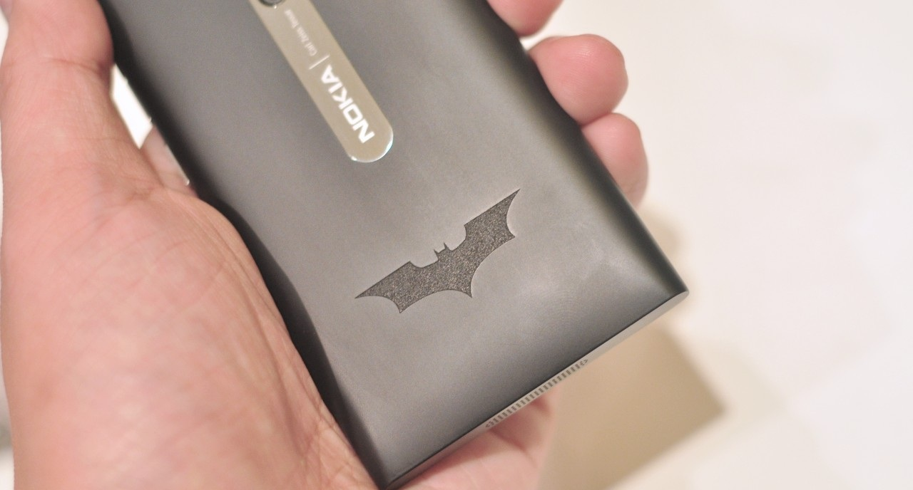 Batman Nokia Lumia 900 se lanseaza in Europa