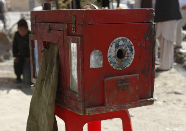 Afghanistan si camerele foto clasice din lemn – Vreti sa si construiti?