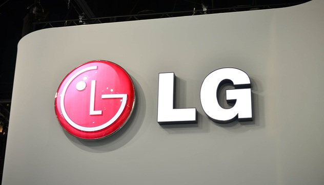 LG lucreaza la display-uri 4K flexibile si transparente