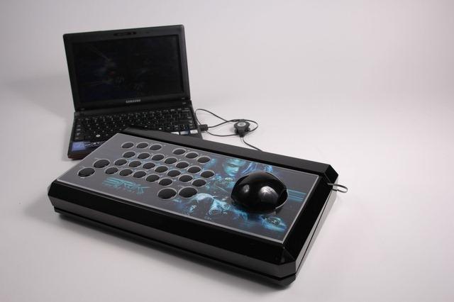 Un Starcraft-er pasionat si-a facut propriul controller