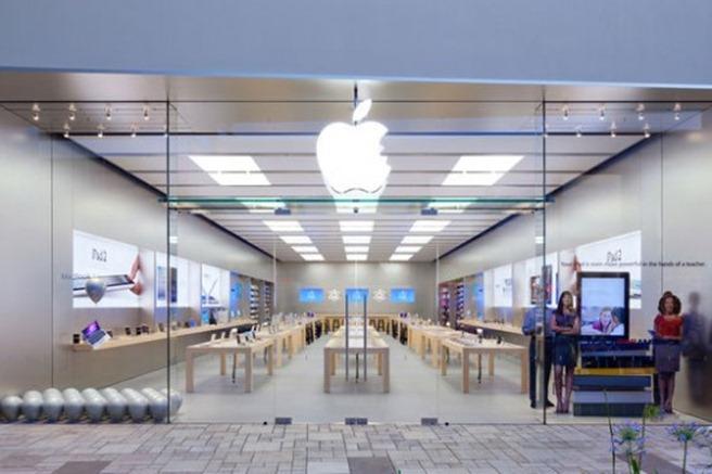 June24_AppleStore_ValenciaCalifornia-550x366