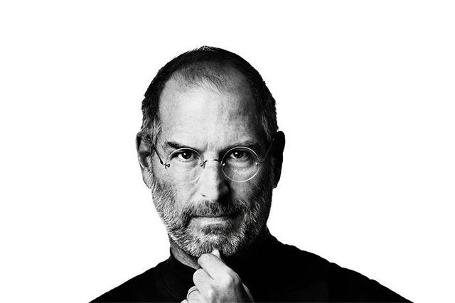 Apple si Tim Cook il comemoreaza pe Steve Jobs
