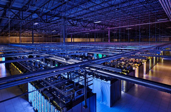 Google te lasa sa te plimbi printr-o ferma de servere