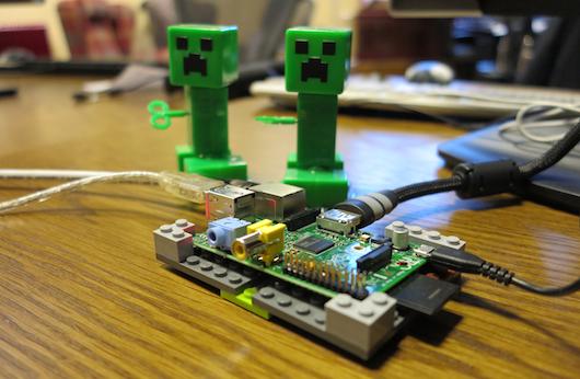 Minecraft Pi Edition, in curand si pe Raspberry Pi