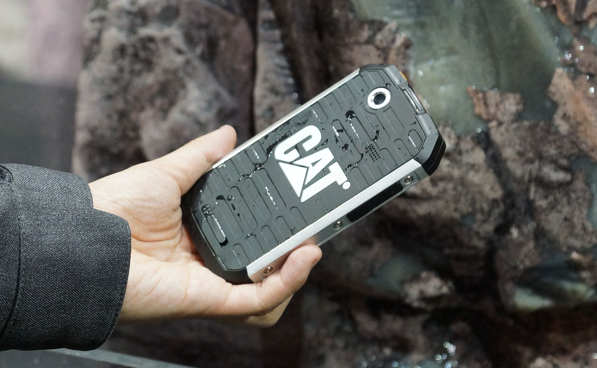CAT B15 – Un smartphone militar [+VIDEO]
