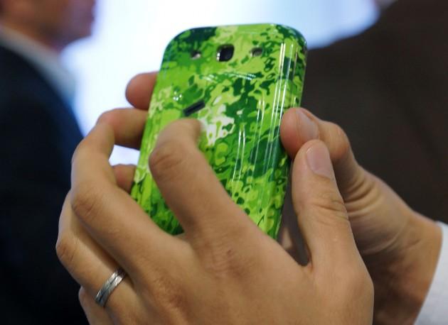 Carcasa smartphone cu senzor biometric