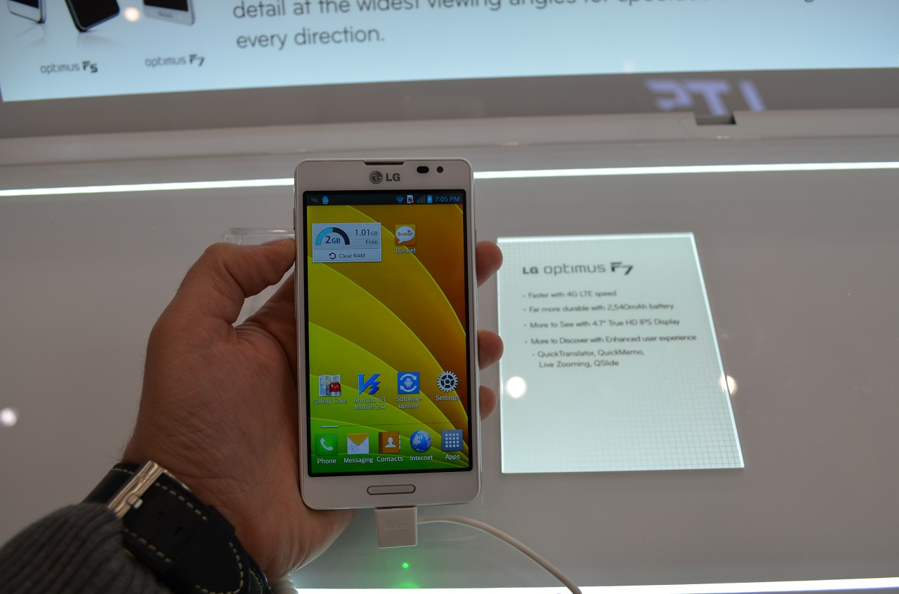LG Optimus F7 – Mid-range cu 4G la MWC 2013 [Hands On]
