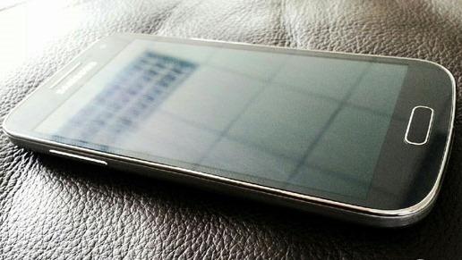 Samsung Galaxy S4 Mini se apropie de realitate prin imagini