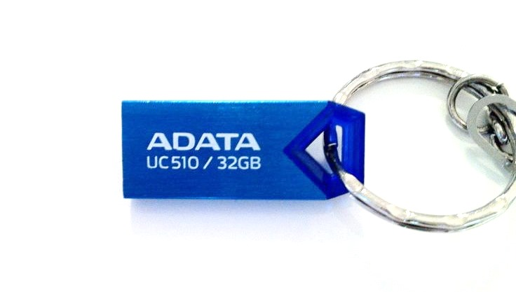 adata uc510 hero review usb 2.0 memory stick rezistent la apa
