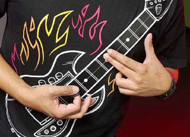 Wearable ROCK! Sau tricoul chitara electronica…